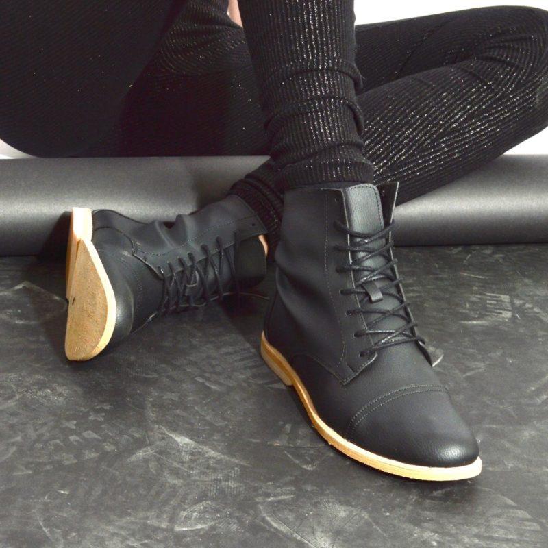 89v schwarze stiefel vegan
