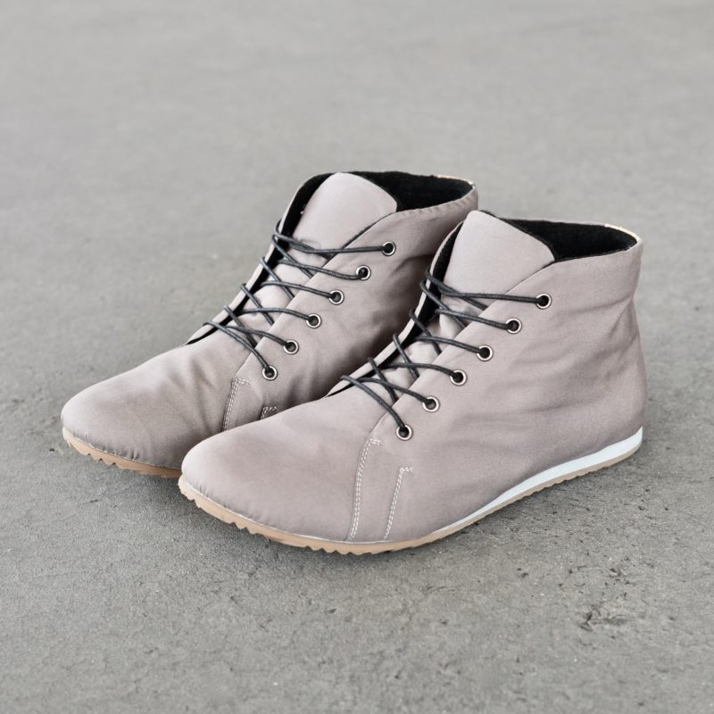 Graue Stiefeletten. Vegane Schuhe in Grau. Schuhe aus veganer Bio-Baumwolle. Schuhe vegan. Sorbas Schuhe
