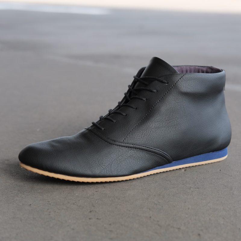 Vegane Sneaker aus Kunstleder. Schwarze vegane Stiefeletten. Schuhe für Damen, Herren. Sorbas Schuhe