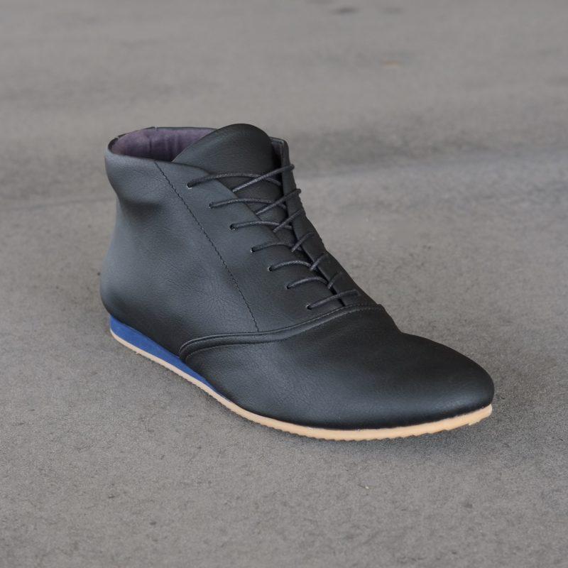 Sneaker aus veganem Kunstleder. Schwarze Stiefeletten. Schuhe für Herbst, Winter, Frühjahr. Sorbas Schuhe