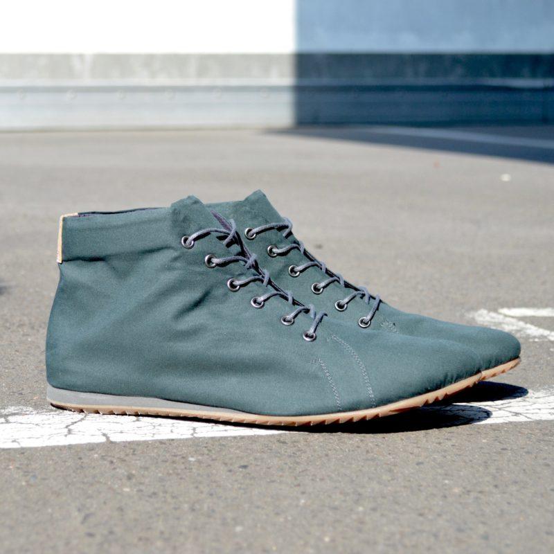 Grüne Stiefeletten. Vegane Schuhe in Grün. Schuhe aus wasserfester Bio-Baumwolle. Schuhe vegan. Sorbas Schuhe