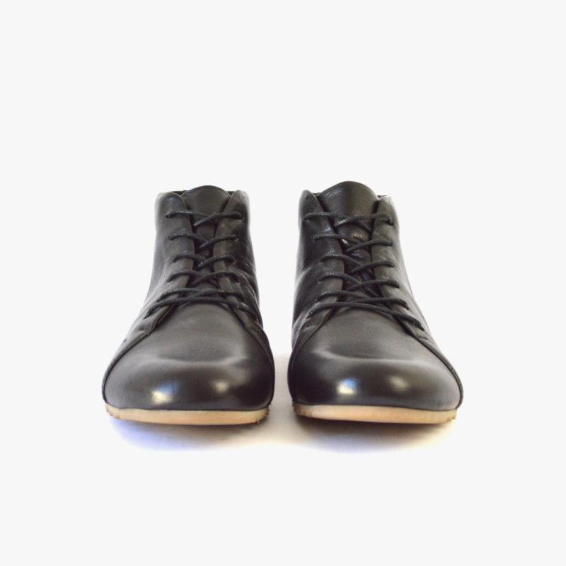 Sneaker aus Leder. Schwarze Stiefeletten aus Leder. Schuhe für Herbst, Winter, Frühjahr, Sommer. Sorbas Schuhe