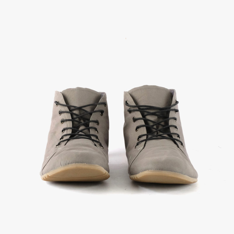 graue high top sneaker vegan