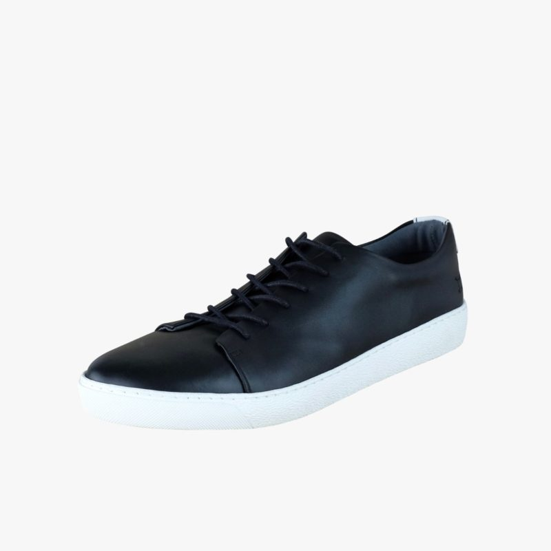 fair sneakers black