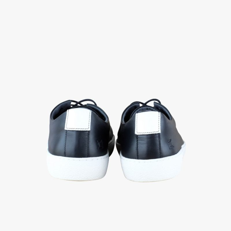 sneakers black white