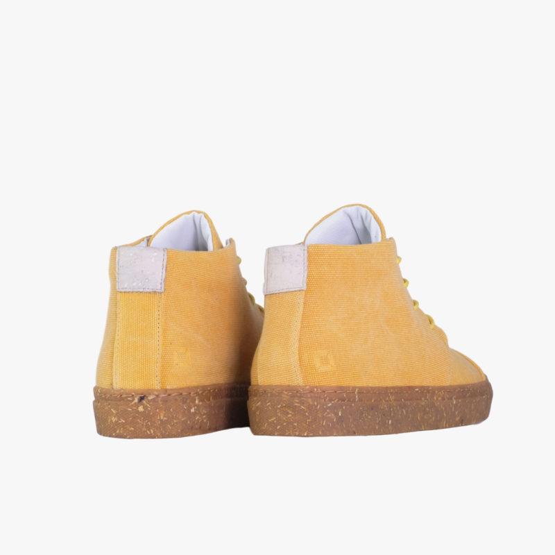 gelbe sneaker quadrat