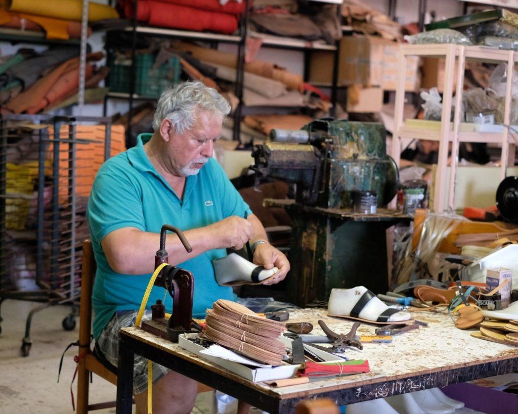 sandalen produktion griechenland