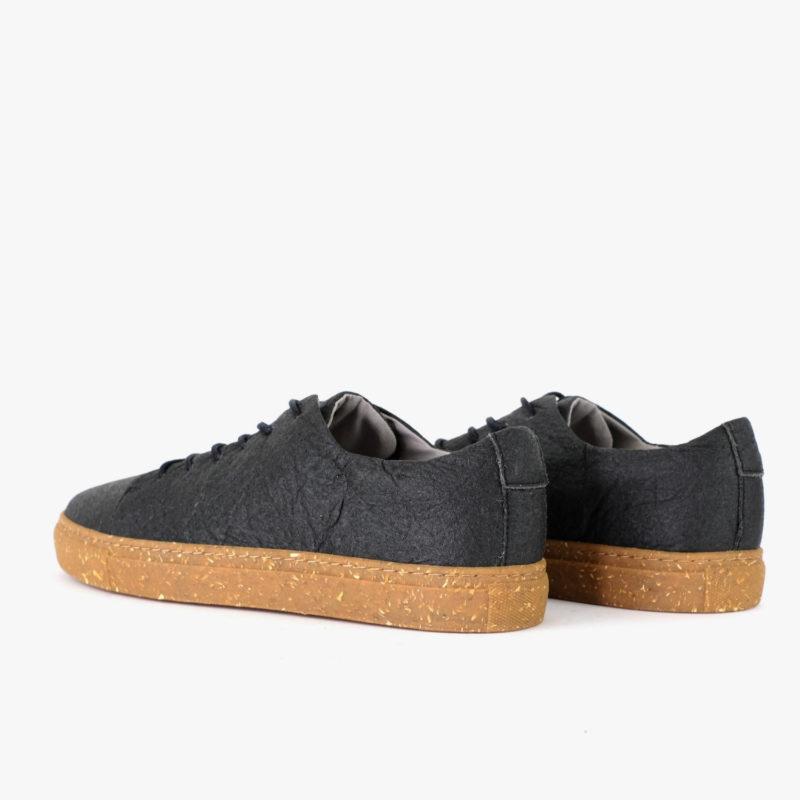 nachhaltige sneaker schwarz pinatex schuhe