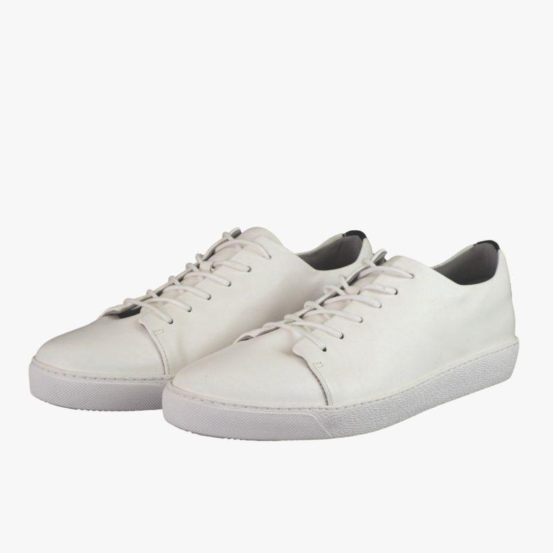 weiße sneaker ganz weiß